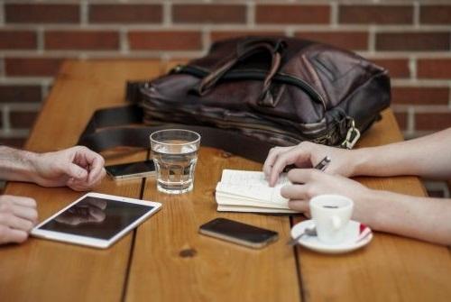 restaurant meeting 2 people